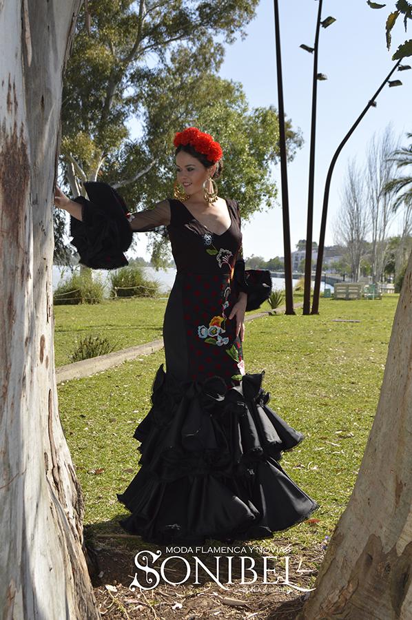 traje-negro-y-rojo1