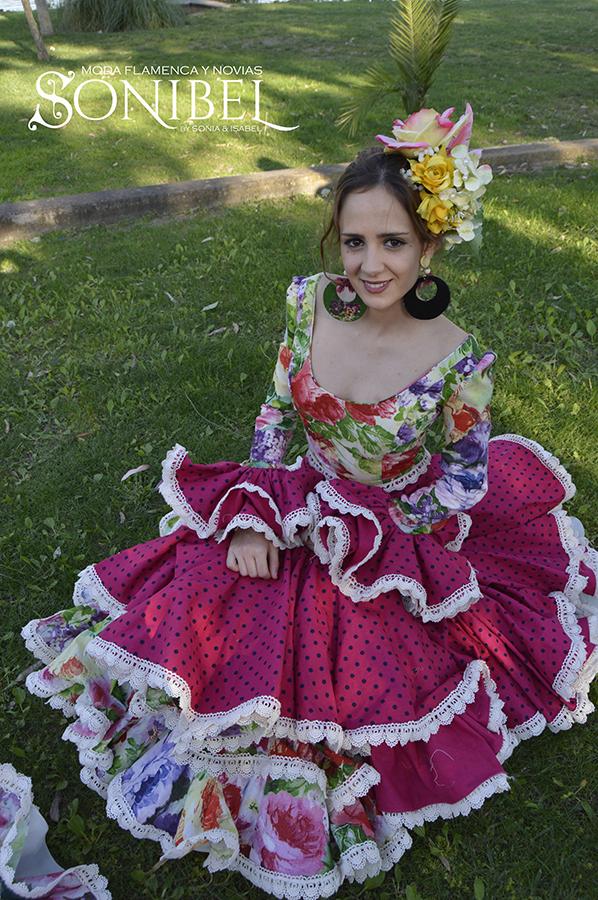 traje-rosa-fucsia-flores-4