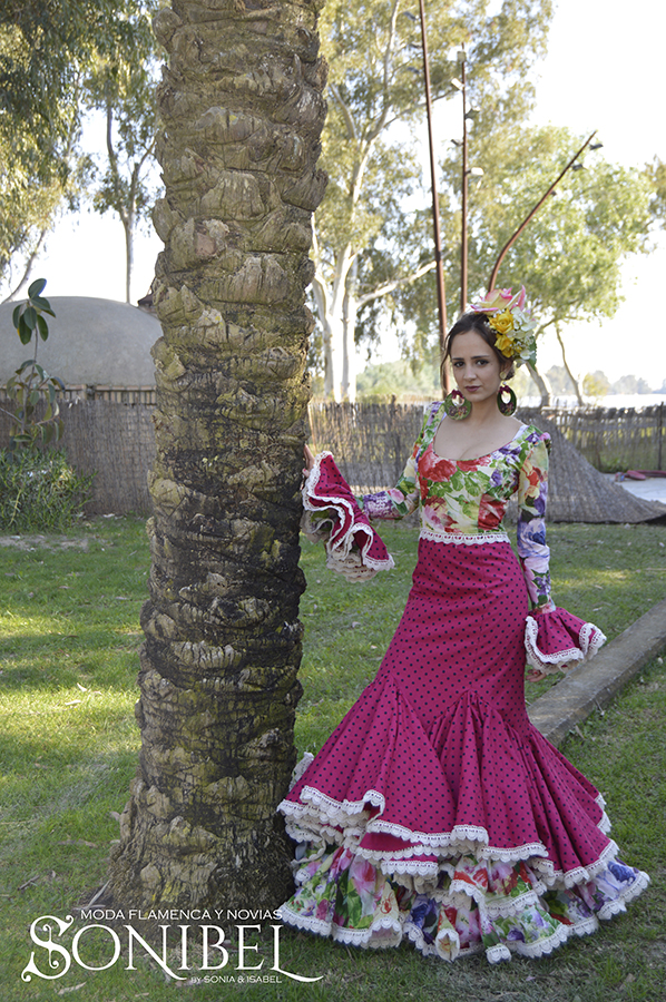 traje-rosa-fucsia-flores1